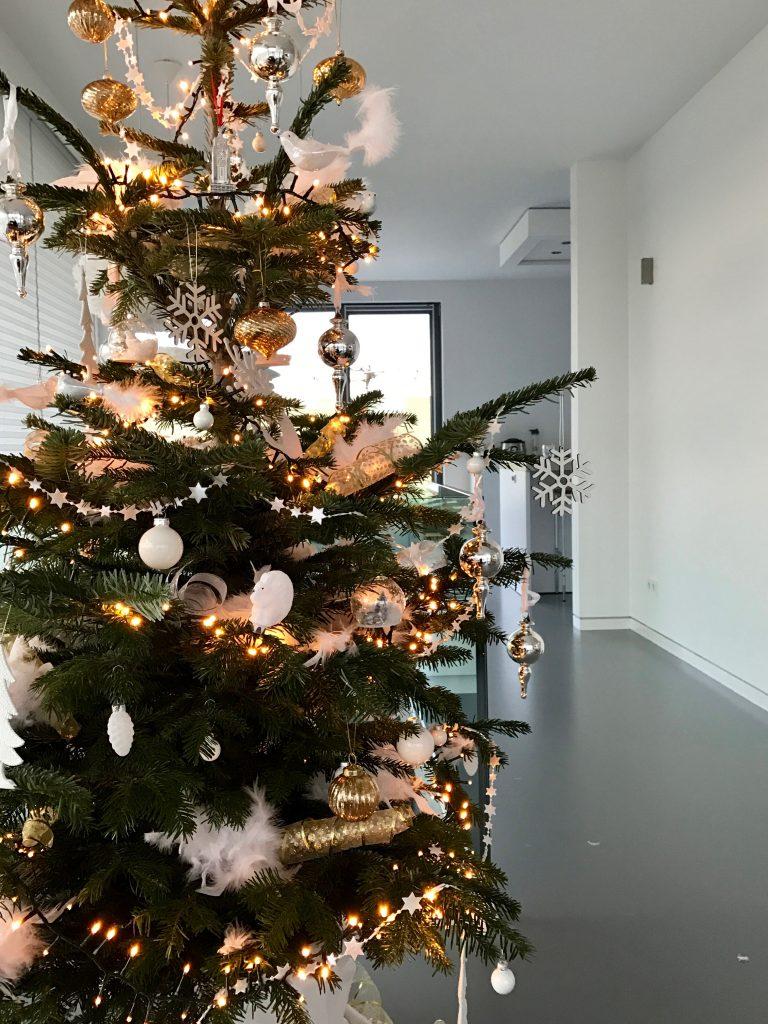 de kerstboom staat!